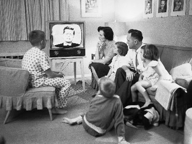 debate children that watch tv Violence on tv and how it can affect your children since they seem to be less patient than their counterparts, studies show that children who watch too much violence on tv appear to be more unwilling to cooperate, and delay gratification.